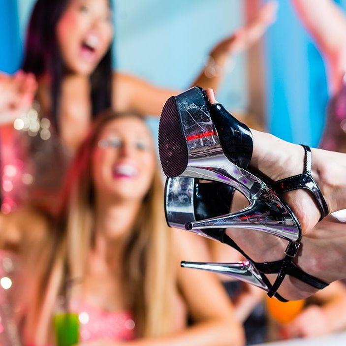 Frauen feiern eine Junggesellinnen Abschieds Party