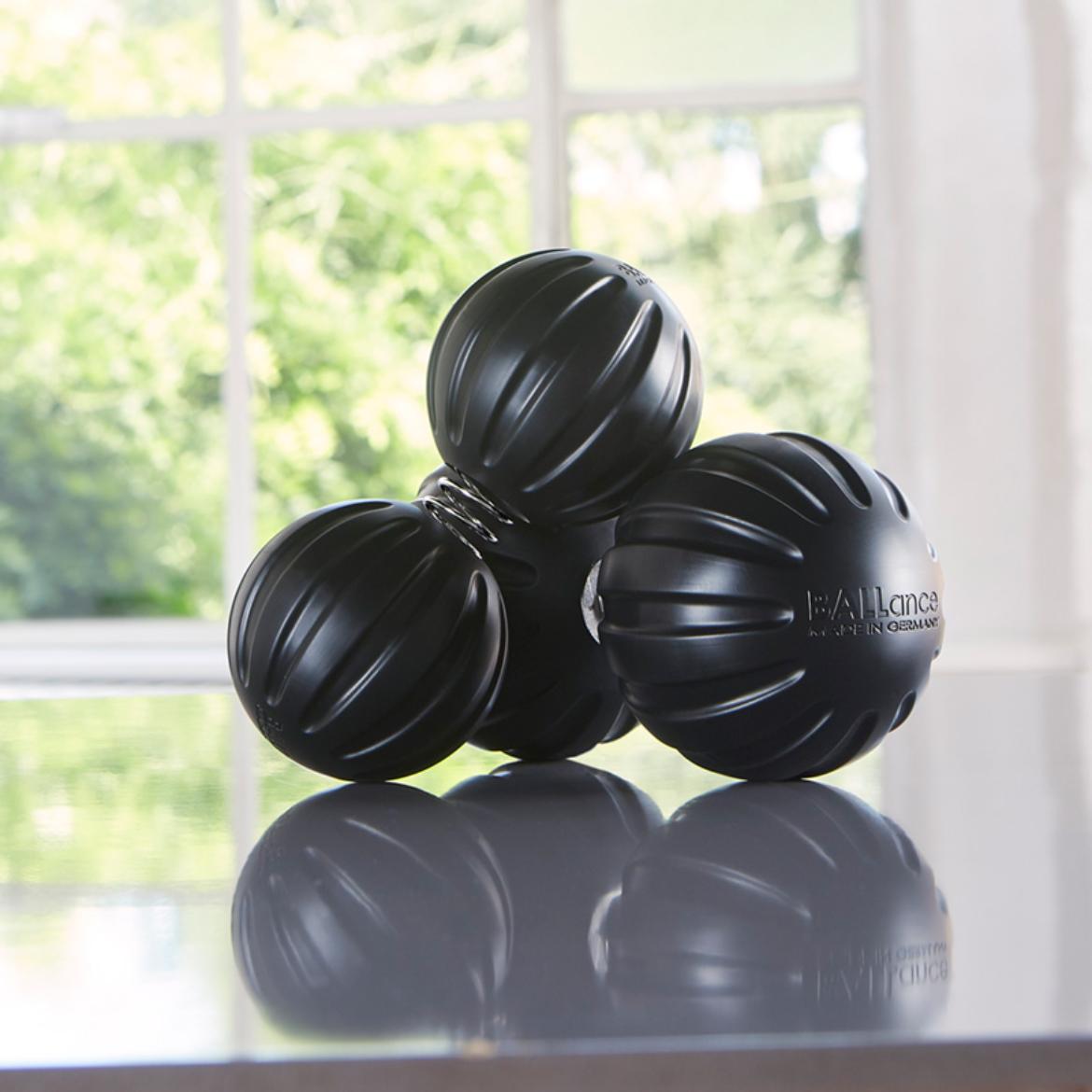 BALLance Bälle zur Faszien Massage in schwarz Concept von Dr. Tanja Kühne